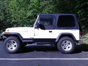 A shot of the patched rocker panels and the modified TJ upper doors.